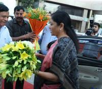 Smt Nirmala Sitharaman, Hon'ble RM being welcomed by Shri Jojneswar Sharma, DG DE