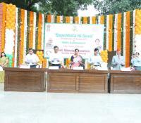 Dignitaries taking Swachhta Pledge