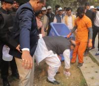 Swachhata Pakhwada 2019: Shri Rajnath Singh, Hon'ble RM  doing shramdan at Delhi Cantt