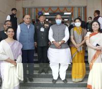 ई-छावनी परियोजना लोकार्पण समारोह के दौरान माननीय रक्षा मंत्री श्री राजनाथ सिंह के साथ लिया गया समूह छायाचित्र ।