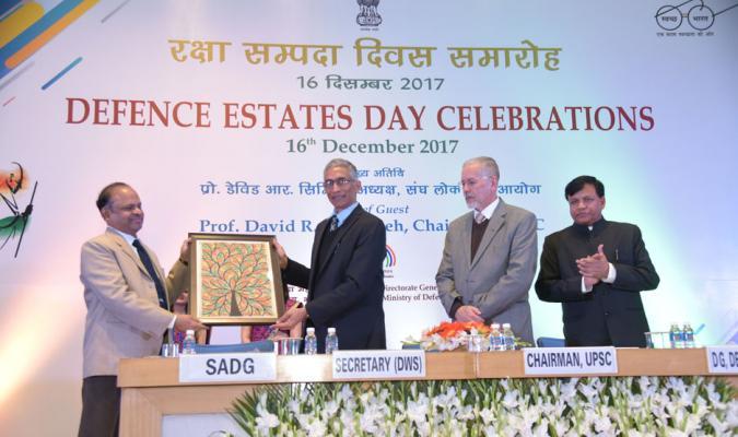 DED-2017: Shri Parameswaran Iyer, Secretary(DWS) receving memento from Shri A Bhaskar Reddy, SADG
