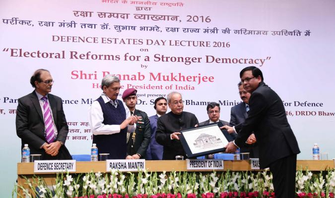 Shri Jojneswar Sharma, DG DE presenting a Memento to Shri Pranab Mukherjee, Hon'ble President of India