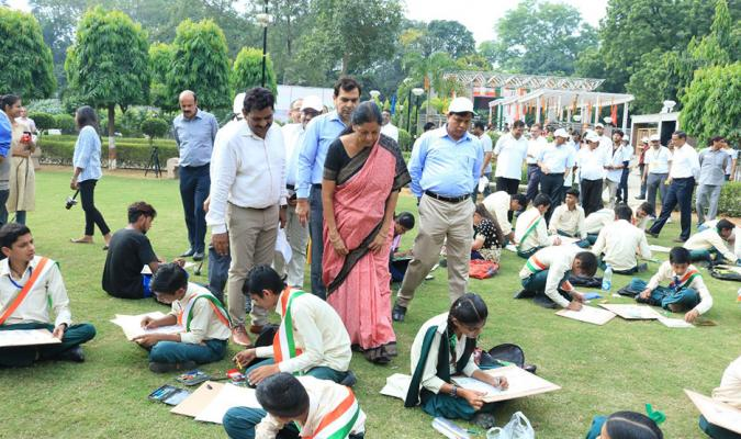 "Painting Competition of School Children of Delhi Cantonment held at Sri Nagesh Garden, Delhi Cantonment on Occasion of ""Swachhta Hi Sewa"""
