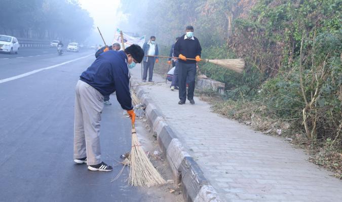 Shri Jojneswar Sharma, DG DE & Shri Rahul Dua, SADG during Cleanliness Drive