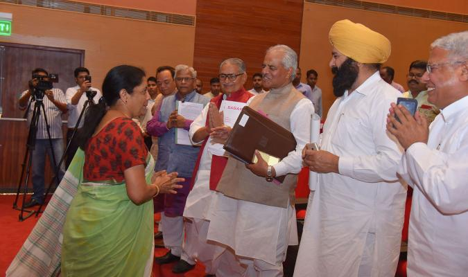 Hon'ble RM greeting Members of Parliament during meeting dated 04.05.2018with Hon'ble MPs