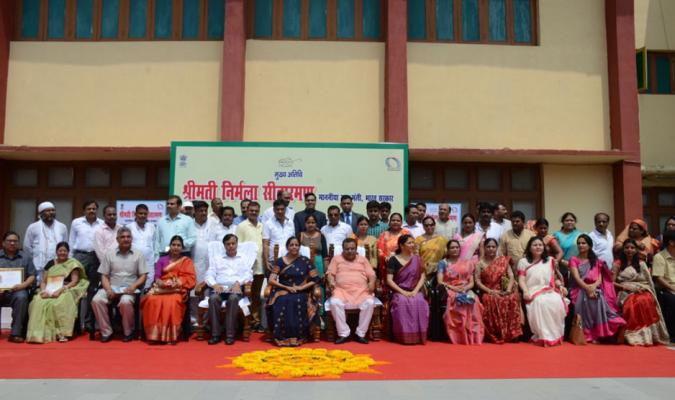 Group Photograph of Officers and Staff of Defence Estates Organization with Hon'ble RM at Varanasi Cantt