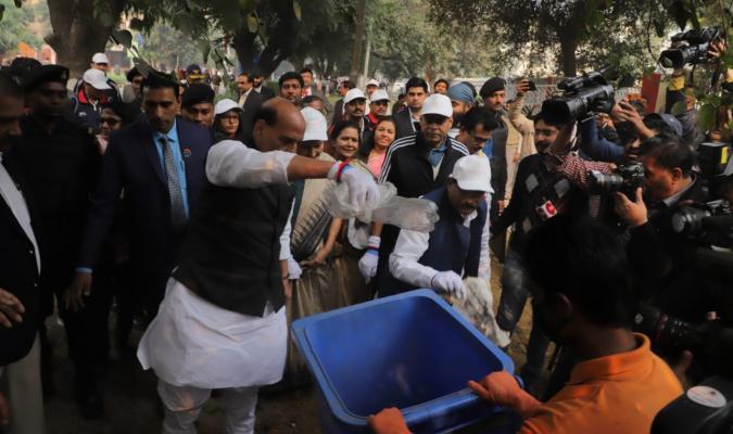 Swachhata Pakhwada 2019: Shri Rajnath Singh, Hon'ble RM and Shri Shripad Yesso Naik, Hon'ble RRM doing shramdan at Delhi Cantt