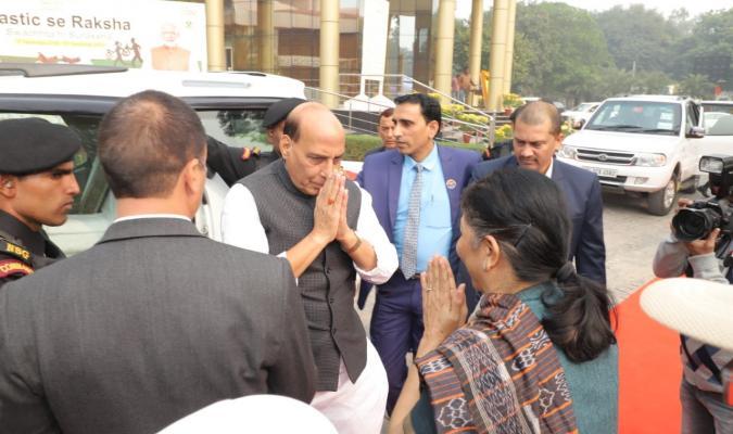 Swachhata Pakhwada 2019: Shri Rajnath Singh, Hon'ble RM being welcomed by Smt Deepa Bajwa, DGDE