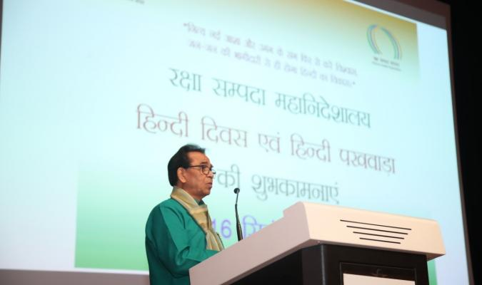 हिंदी पखवाड़ा 2019: डॉ अशोक चक्रधर, पद्मश्री समारोह के दौरान काव्य पाठ करते हुए