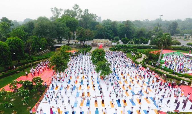 अन्तर्राष्ट्रीय योग दिवस के अवसर पर महानिदेशालय रक्षा सम्पदा एवं दिल्ली छावनी परिषद के संयुक्त तत्वाधान में श्री नागेश गार्डेन, गोपीनाथ बाजार दिल्ली छावनी में योगाभ्यास में जनसमुदाय