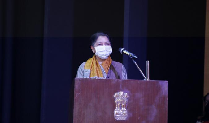 श्रीमती दीपा बाजवा, महानिदेशक रक्षा सम्पदा 16-02-2021 को ई-छावनी  परियोजना के लोकार्पण के दौरान दर्शकों को संबोधित करते हुए