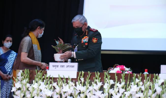 General Bipin Rawat, CDS (PVSM, UYSM, AVSM, YSM, SM, VSM, ADC) receiving memento from Smt Deepa Bajwa, Director General Defence Estates during the launch of eChhawani Project on 16-02-2021