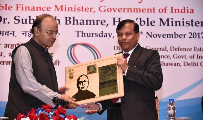 Shri Jojneswar Sharma, DGDE presenting a Memento to Shri Arun Jaitely, Hon'ble Finance Minister