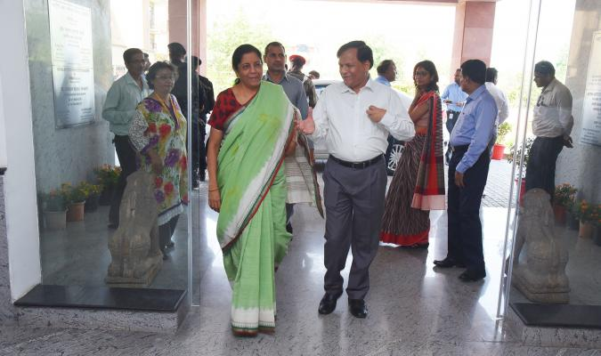 Smt Nirmala Sitharaman, Hon'ble RM being welcomed by DG DE on the Meeting on 04.05.2018
