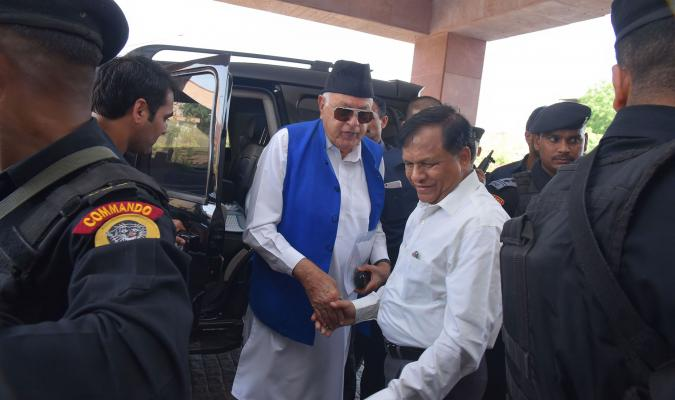 Shri Farooq Abdullah, Hon'ble MP(Former CM J&K) being welcomed by DG DE