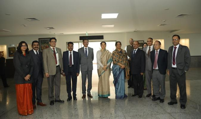 Group Photograph of Hon'ble RM with Officers of Defance Estates Organisation