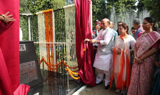 Shri Rajnath Singh, Hon'ble Raksha Mantri unveiling the statue of Father of the Nation Mahatma Gandhi on the occasion of his 150th Anniversary at Srinagesh Garden, Delhi Cantt