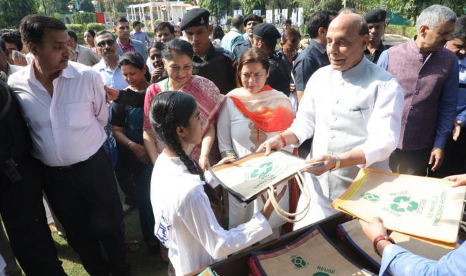 Shri Rajnath Singh, Hon'ble Raksha Mantri distributing jute bags